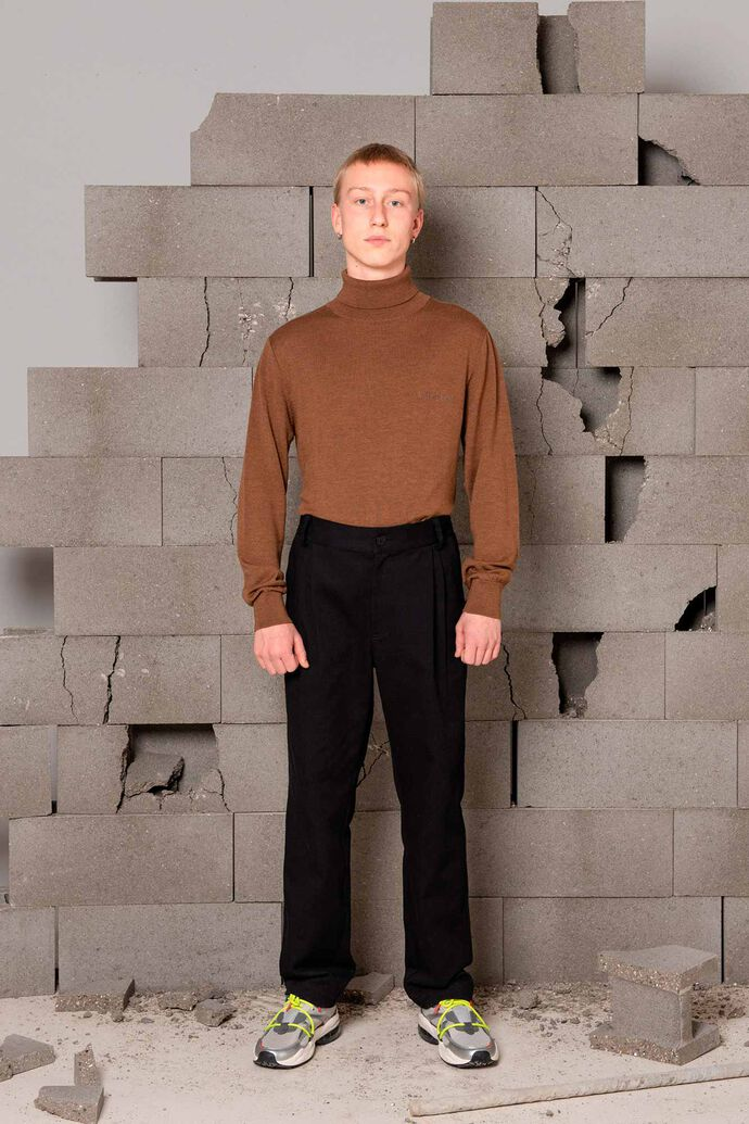 Tapered trousers M-120024