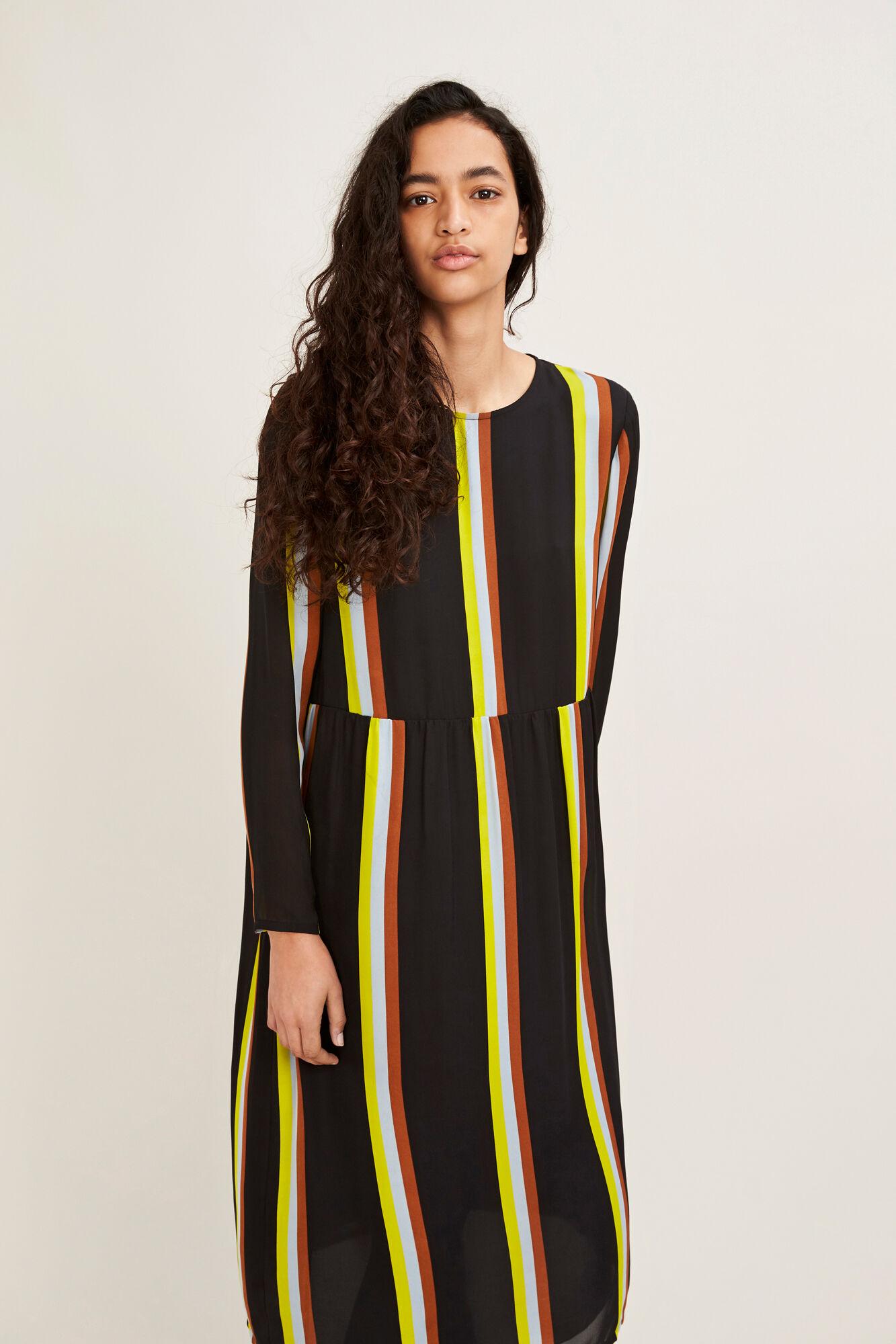 Raven dress st 6434