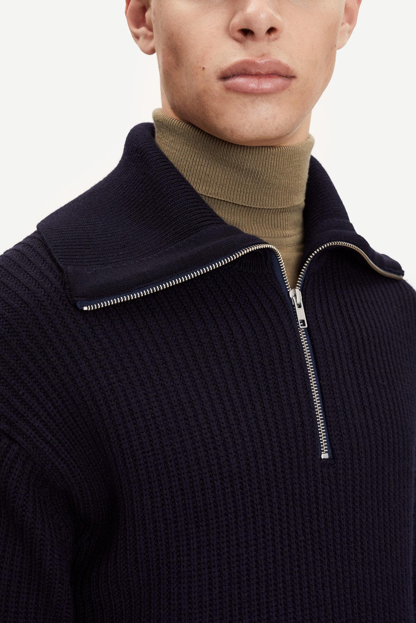 Logan turtle neck zip 14004